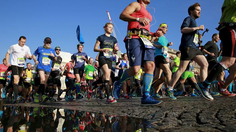 Le marathon de Paris est le deuxième du monde en terme d'affluence, plus de 57 000 inscrits en 2017. (BENOIT TESSIER / REUTERS)