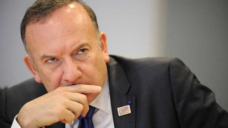 Pierre Gattaz, le président du Medef, lors d'une conférence de presse à Bruxelles le 14 avril 2014. (JOHN THYS / AFP)
