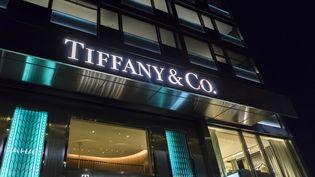 La façade d'une boutique Tiffany & Co à Genève, en Suisse. (VINCENT ISORE / MAXPPP)