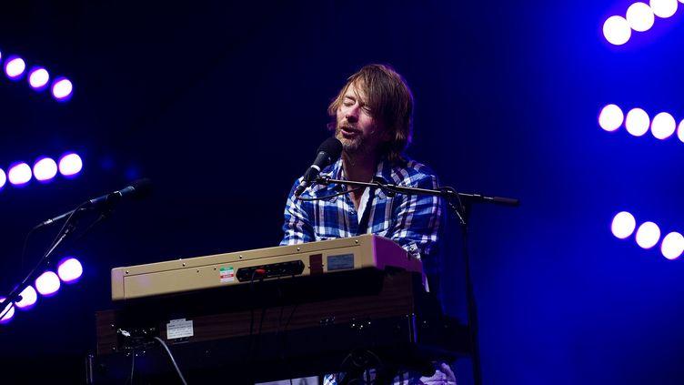 Le britannique Thom Yorke sur la scène principale du Big Chill festival, au Royaume-Uni, le 6 août 2010.  (LEON NEAL / AFP)