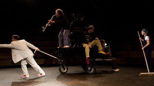 Une scène de Klaxon, le spectacle d'Akoreacro. (NIELS BENOIST)