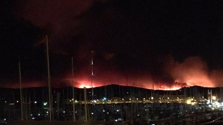 L'incendie entre Bormes et le Cap Bénat, le 26 juillet 2017. (Maxence Petitjean / Radio France)