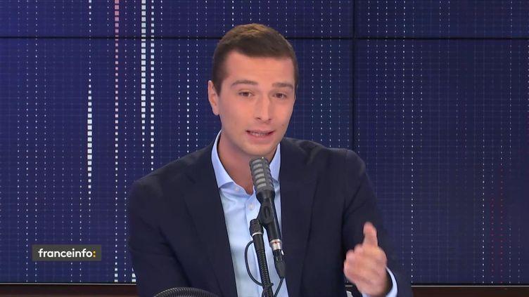 """Jordan Bardella, vice-président du Rassemblement national, était l'invité du """"8h30 franceinfo"""", jeudi 24 septembre. (FRANCEINFO / RADIOFRANCE)"""