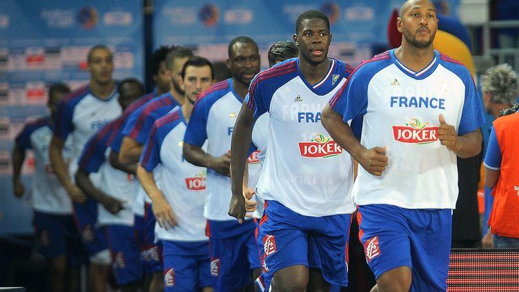 Boris Diaw et les joueurs de l'équipe de France de basket, le 6 septembre 2015, à Montpellier (Hérault). (PASCAL ALLEE / HOT SPORTS / AFP)