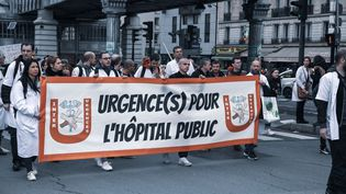 Une manifestation du collectif Inter-urgences, le 29 octobre 2019 à Paris. (JEROME LEBLOIS / HANS LUCAS / AFP)