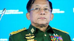 Le commandant en chef des forces armées birmanes, le général senior Min Aung Hlaing, assiste à laneuvième conférence de Moscou sur la sécurité internationale, à Moscou (Russie), le 16 octobre 2021. (ALEXANDER ZEMLIANICHENKO / POOL / AFP)