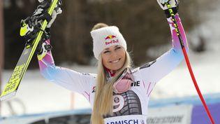 La skieuse américaine Lindsey Vonn célèbre sa victoire lors de la Coupe du monde à Garmisch-Partenkirchen (Allemagne), le 3 février 2018. (STEPHAN JANSEN / DPA / AFP)