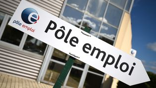 Une pancarte de Pôle emploi photographiée à Montpellier (Hérault), le 27 avril 2016. (PASCAL GUYOT / AFP)