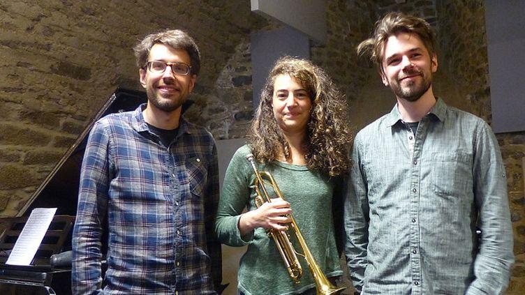 Airelle Besson, entourée par Sebastian Sternal et Jonas Burgwinkel, le 24 mai 2017 à Coutances  (Annie Yanbékian / Culturebox)