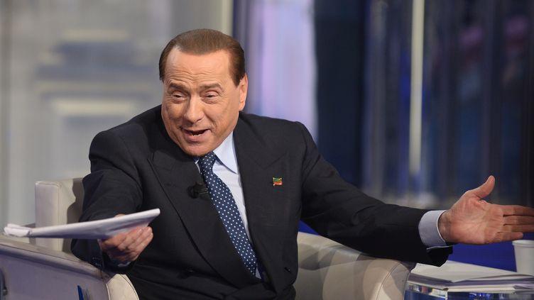 Silvio Berlusconi assiste à une émission de la RAI, le 22 mai 2014, à Rome. (TIZIANA FABI / AFP)