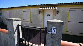 Le domicile de Guy S., le policier à la retraite interpellé dans le cadre d'un coup de filet visant des membres de l'ultradroite soupconnés de préparer un attentat, le 25 juin 2018 à Tonnay-Charente (Charente-Maritime). (XAVIER LEOTY / AFP)