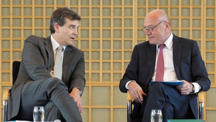 Le ministre du Redressement productif, Arnaud Montebourg, et le président de la région Aquitaine, Alain Rousset, le 26 novembre 2013 au ministère de l'Economie (Paris). (ERIC PIERMONT / AFP)