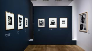 """Vue de l'exposition """"Noir & blanc : une esthétique de la photographie"""", scénographie Maud Martinot (© Rmn - Grand Palais, 2020 / photo Didier Plowy)"""