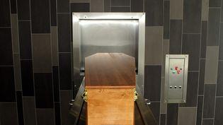 Un cerceuil dans le centre funéraire de Mulhouse. (Photo d'illustration) (JF FREY / MAXPPP)