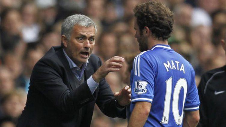 L'entraîneur de Chelsea, José Mourinho et son joueur Juan Mata