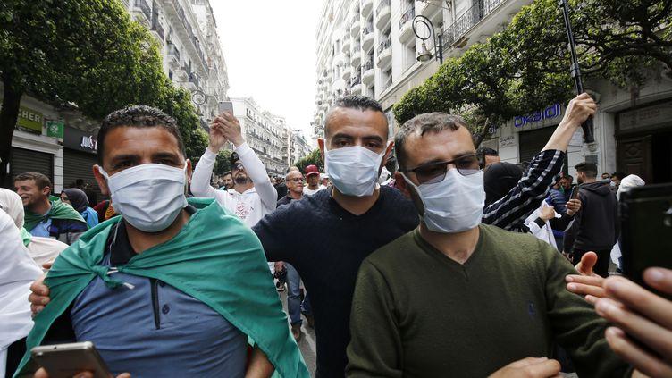 Manifestation antigouvernementale à Alger, le 13 mars 2020. (BILLAL BENSALEM / NURPHOTO)