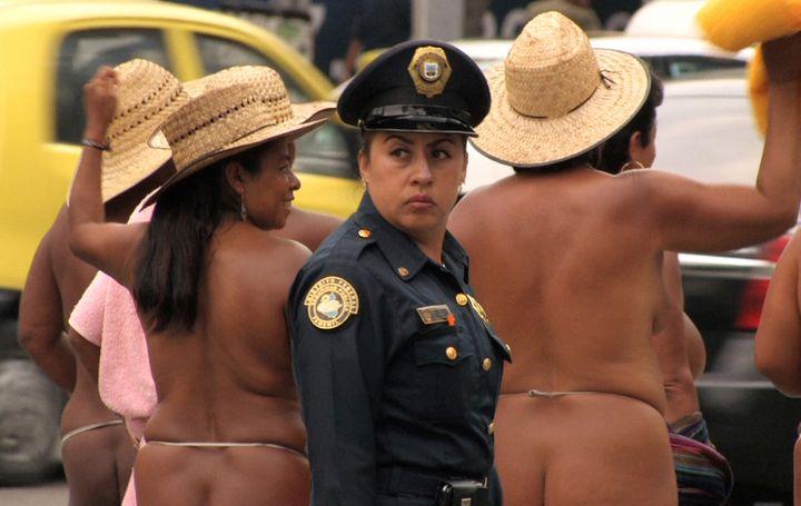 """Clarisse Hahn """"Los Desnudos"""", Mexique, 2012 Vidéo HD  (C. Hahn Courtesy galerie Jousse Entreprise)"""