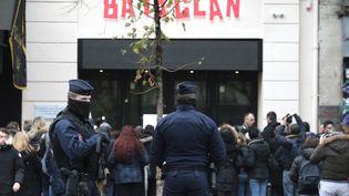 La salle du Bataclan à Paris, le 13 novembre 2016, avant la cérémonie d'hommage aux victimes des attentats. (JOEL SAGET / AFP)