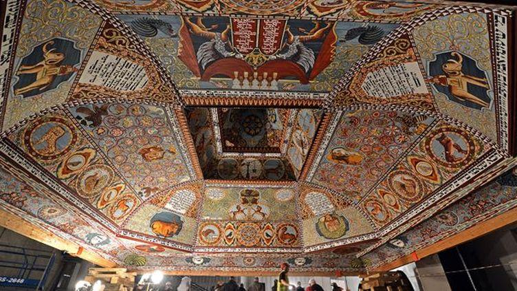 La spectaculaire réplique d'un plafond d'une synagogue du XVIIIe siècle, pièce majeure du Musée de l'Histoire des Juifs de Pologne, à Varsovie, qui ouvrira ses portes en avril (12/03/2013)  (Janek Skarzynski / AFP)