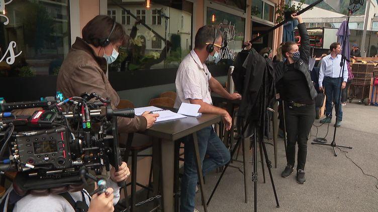 L'équipe de Reprise en main en plein tournage à Scionzier en Haute-Savoie (S. Worreth /  France Télévisions)