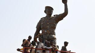 La statue en bronze de Thomas Sankara a été érigée à Ouagadougou, la capitale du Burkina Faso, le 2 mars 2019. (ISSOUF SANOGO / AFP)
