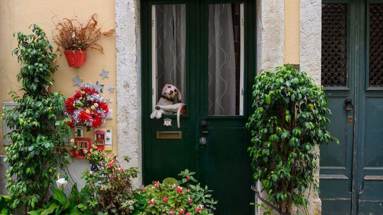 De jolies photos de maisons pour vos locations de vacances. Mais que faire si à l'arrivée, les lieux ne sont pas conformes à la description ? (Illustration) (HORACIO VILLALOBOS / CORBIS NEWS / GETTY IMAGES)