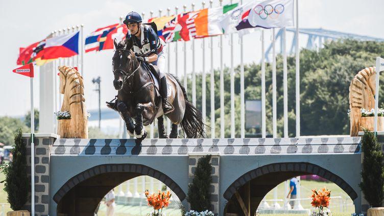 Le Français Nicolas Touzaint lors de l'épreuve de cross du concours completdes Jeux olympiques de Tokyo, dimanche 1er août 2021. (BALLET PAULINE / KMSP / AFP)