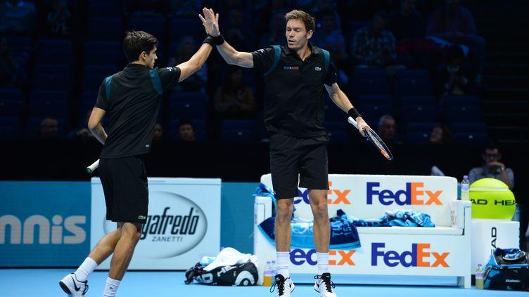 Pierre-Hugues Herbert et Nicolas Mahut se sont imposés au bout du suspense (GLYN KIRK / AFP)
