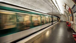 Une rame de métro à Paris, le 13 mars 2018. (DAVID SEYER / CROWDSPARK / AFP)