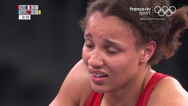 En quête d'une médaille olympique, la lutteuse française Koumba Larroque s'incline face à la Mongole Battsetseg Soronzonbold dès les huitièmes de finale des 68 kg sur un tombé. Quelle désillusion !