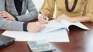 Le prêt à taux zéro, comment en bénéficier ? (ROB DALY / OJO IMAGES RF)