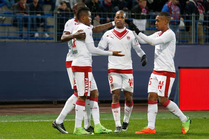 Le Guinéen François Kamano (gauche) célèbre l'un des deux buts qu'il a inscrit mardi face à Caen (0-4), Diego Rolan (centre) a lui aussi retrouvé le chemin des filets.