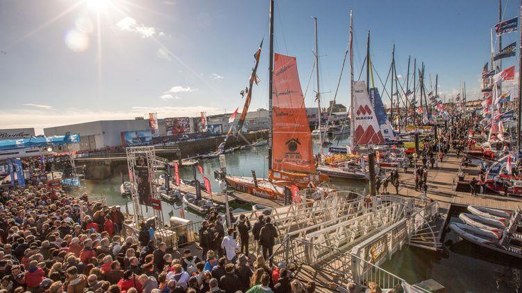 La foule se presse sur le port des Sables-d'Olonne avant le départ du Vendée Globe, le 5 novembre 2016. (MAXPPP)