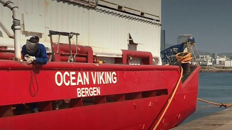 Depuis Marseille (Bouches-du-Rhône), l'Ocean Viking va remplacer l'Aquarius qui avait cessé ses missions l'année dernière. Avec une capacité de 300 rescapés, le bateau va tenter de sauver des migrants de la noyade en Méditerranée. (FRANCE 3)