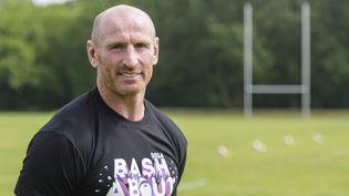 """Gareth Thomas lors d'un entraînement de rugby avec l'équipe des """"Berlin Bruisers"""", le 23 mai 2014, à Berlin en Allemagne. (CLEMENS BILAN / AFP)"""