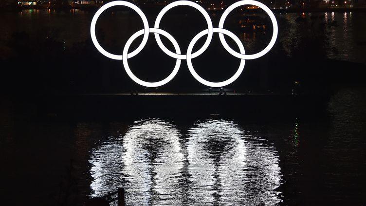 Les anneaux olympiques, à Tokyo. (KAZUHIRO NOGI / AFP)