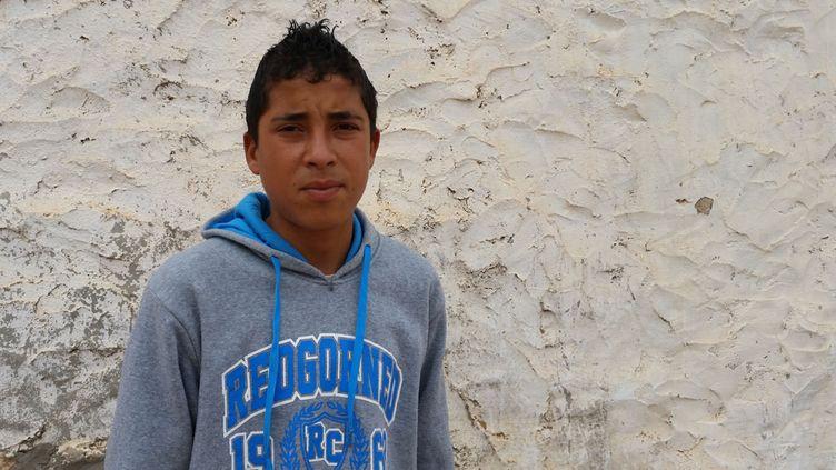 (Chokri, 15ans, a vu des djihadistes de l'Etat islamique décapiter sous ses yeux son cousin du même âge. C'était le 13novembre. ©Mathilde Lemaire/Radio france)