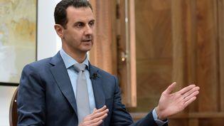 Le président syrien Bachar Al-Assad, lors d'une interview avec Yahoo News, le 10 février 2017 à Damas. (REUTERS)