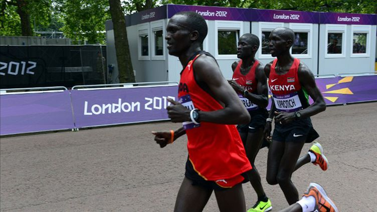 Kiprotich devance les deux Kenyans (DANIEL GARCIA / AFP)