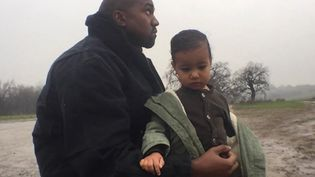 "Kanye West et sa fille North dans le clip de ""Only One"".  (Kanyewest.com)"