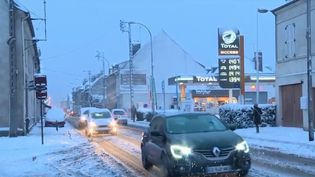 Chutes de neige à Pont-Sainte-Maxence (Oise). (FRANCE 3)