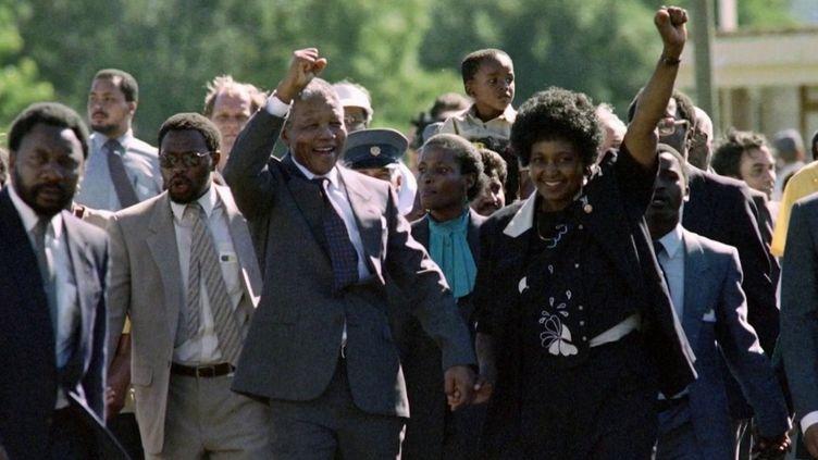 Le 11 février 1990, il y a trente ans, Nelson Mandela sortait de prison le poing levé. (France 2)