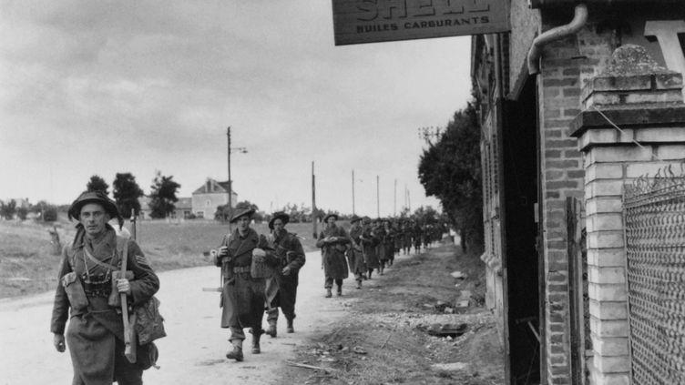 Des soldats britanniques à Bénouville (Calvados), en juin 1944. (AFP)