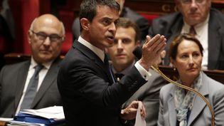 Le Premier ministre, Manuel Valls, s'exprime face aux députés, le 16 juin 2015, à l'Assemblée nationale. (KENZO TRIBOUILLARD / AFP)
