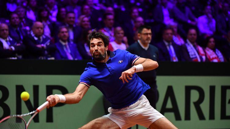 Le Français Jérémy Chardy, lors de son match contre le Croate Borna Coric, en finale de la Coupe Davis à Lille, le 23 novembre 2018. (PHILIPPE HUGUEN / AFP)