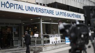 L'entrée de l'hôpital de la Pitié-Salpêtrière, jeudi 2 mai 2019 à Paris. (KENZO TRIBOUILLARD / AFP)