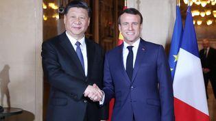 Le président chinois Xi Jinping et le président français Emmanuel Macron, le 24 mars 2019 à Nice (Chine). (JU PENG / XINHUA / AFP)