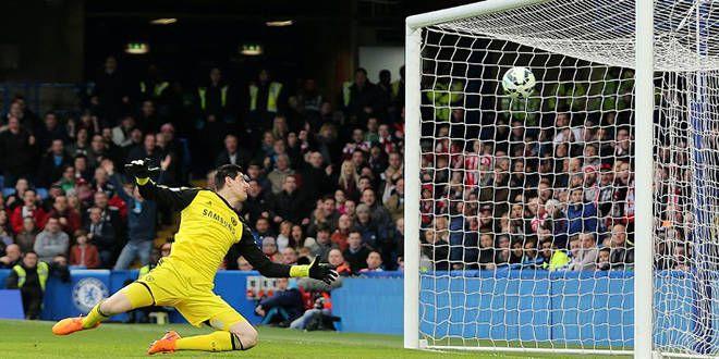 Le gardien de Chelsea Thibaut Courtois battu par une frappe de 61m