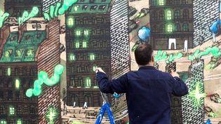Cinquième artiste invité, Popay peint sur le mur prêté par la ville d'Orléans, à l'intitiave du MUR d'Orléans. Les oeuvres éphémère s'y succèdent.  (Ludovic Bourreau)