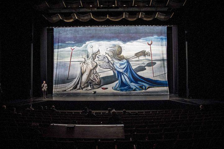 Toile inédite de Salvador Dali -intégrée au prochain spectacle du metteur en scène de cirque Daniele Finzi Pasca, La Verita- dévoilée le 5/11/2012  (MaxPPP)